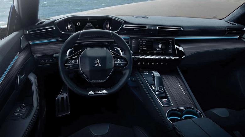 2021 model (2. nesil) Peugeot 508 içi. Piano Black kontrol tuşları dikkat çekiyor.